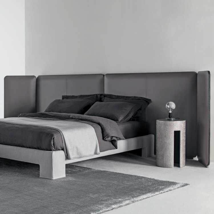 Tuyo Kuoio Bed from Meridianiat Pure Interiors